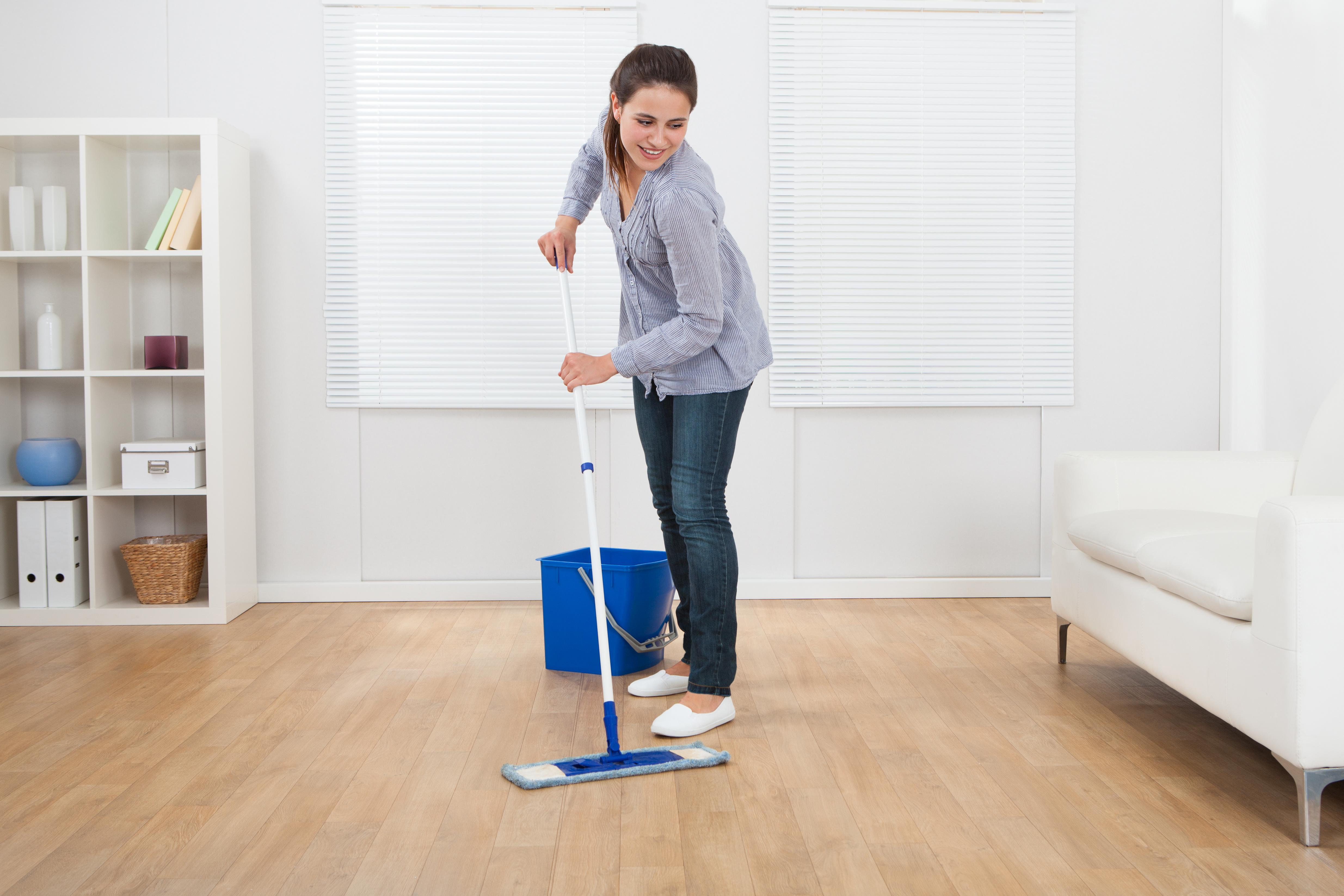Dowiedz się, jak czyścić panele. Kilka ważnych zasad
