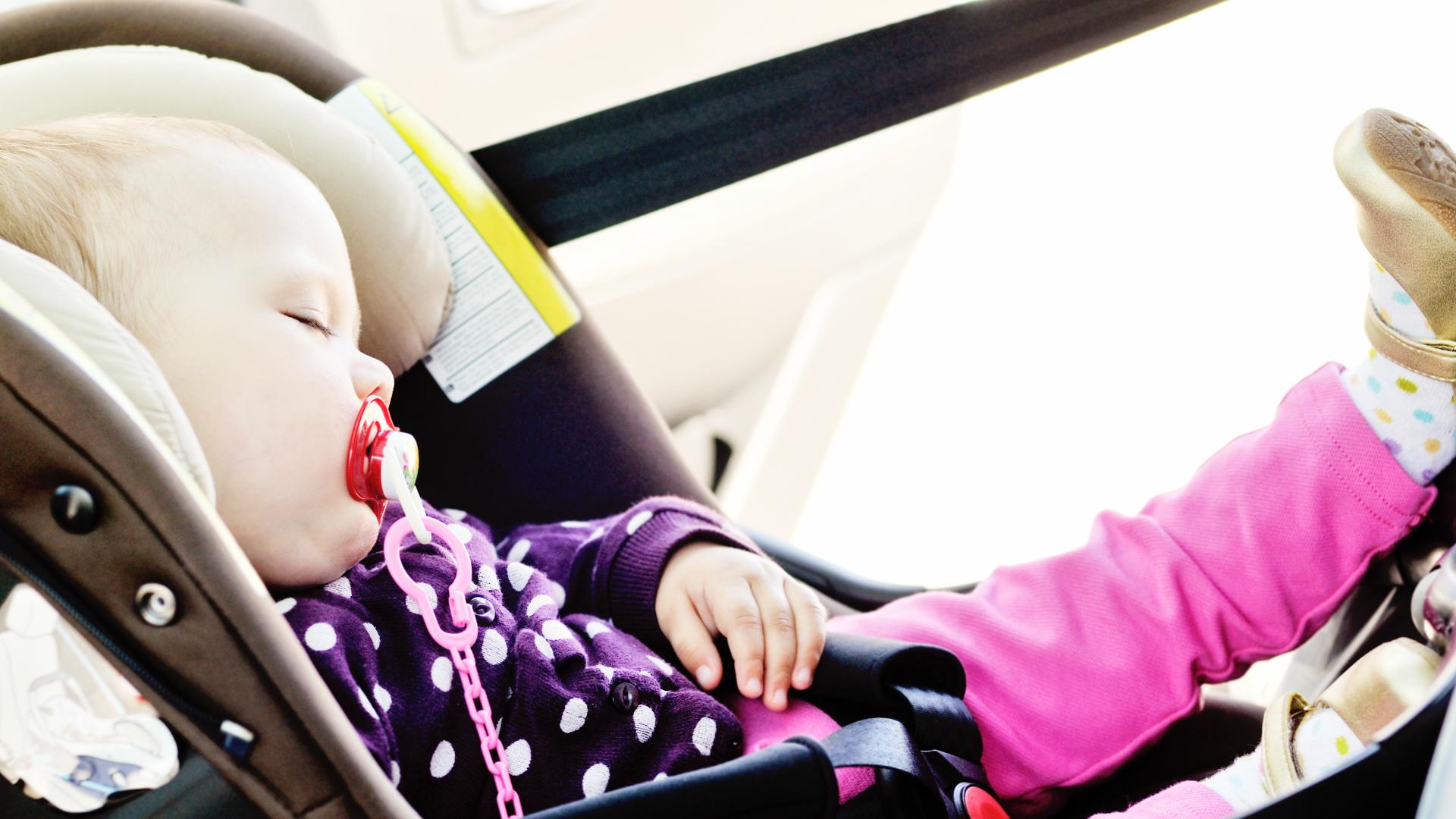 Płakała, uwięziona w rozgrzanym samochodzie