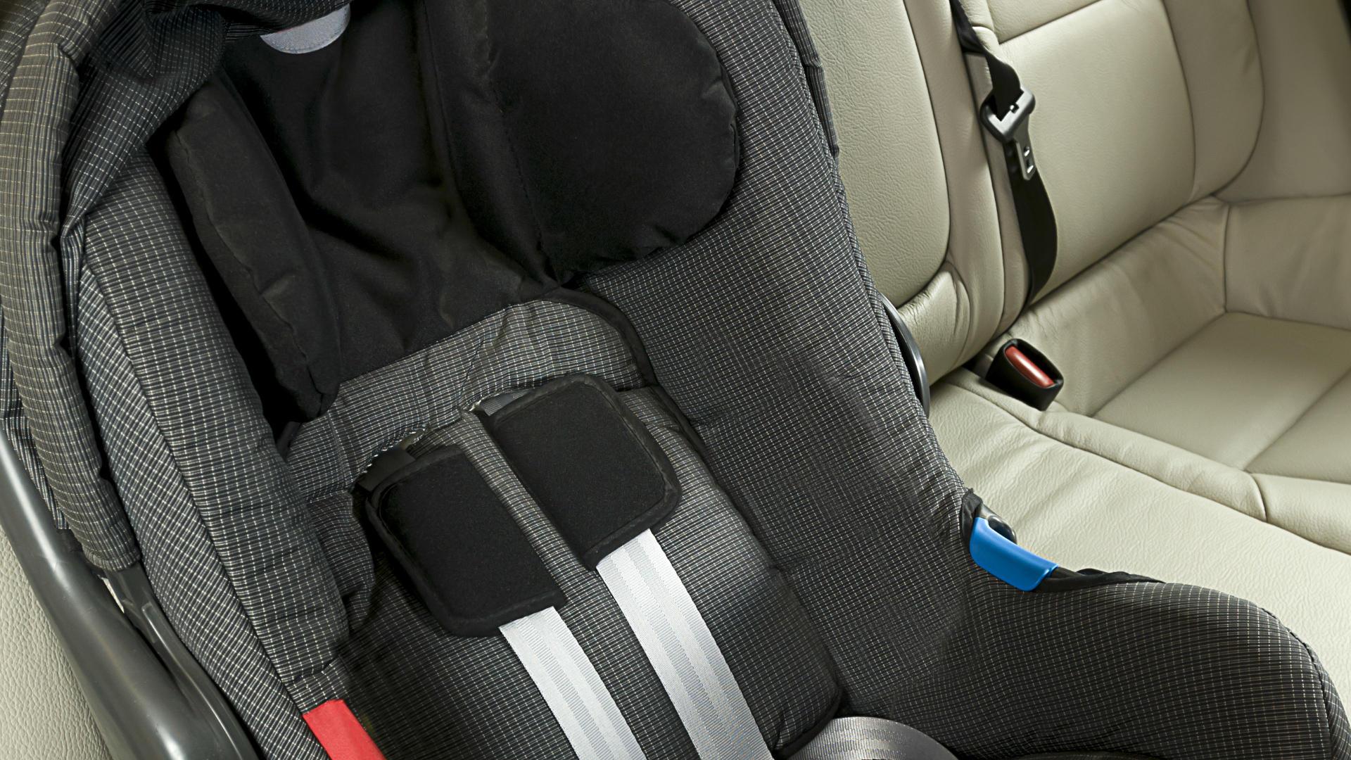 Dziecko zmarło w foteliku samochodowym