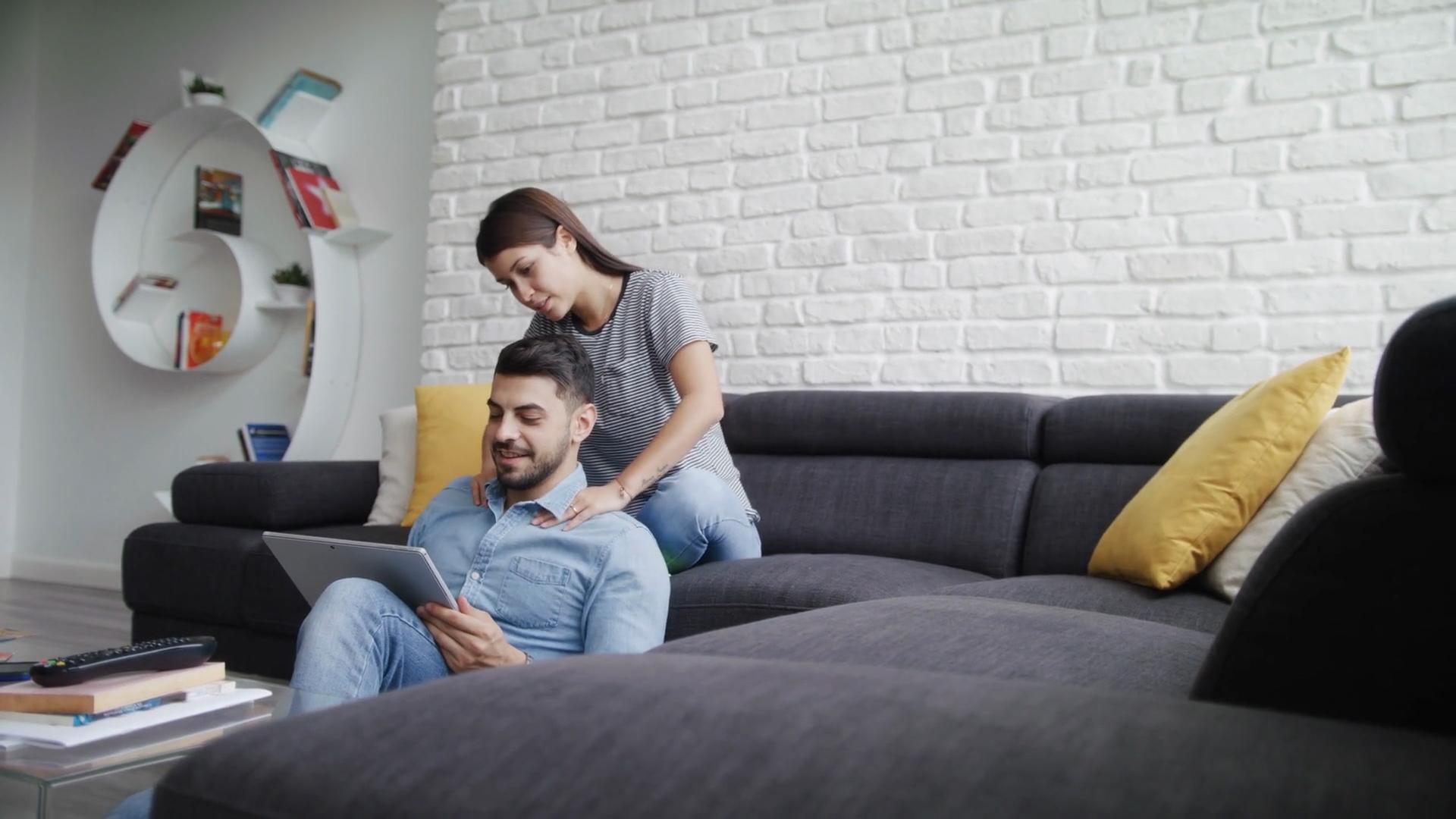 Jakie pieszczoty lubią mężczyźni? Rozpal swojego partnera