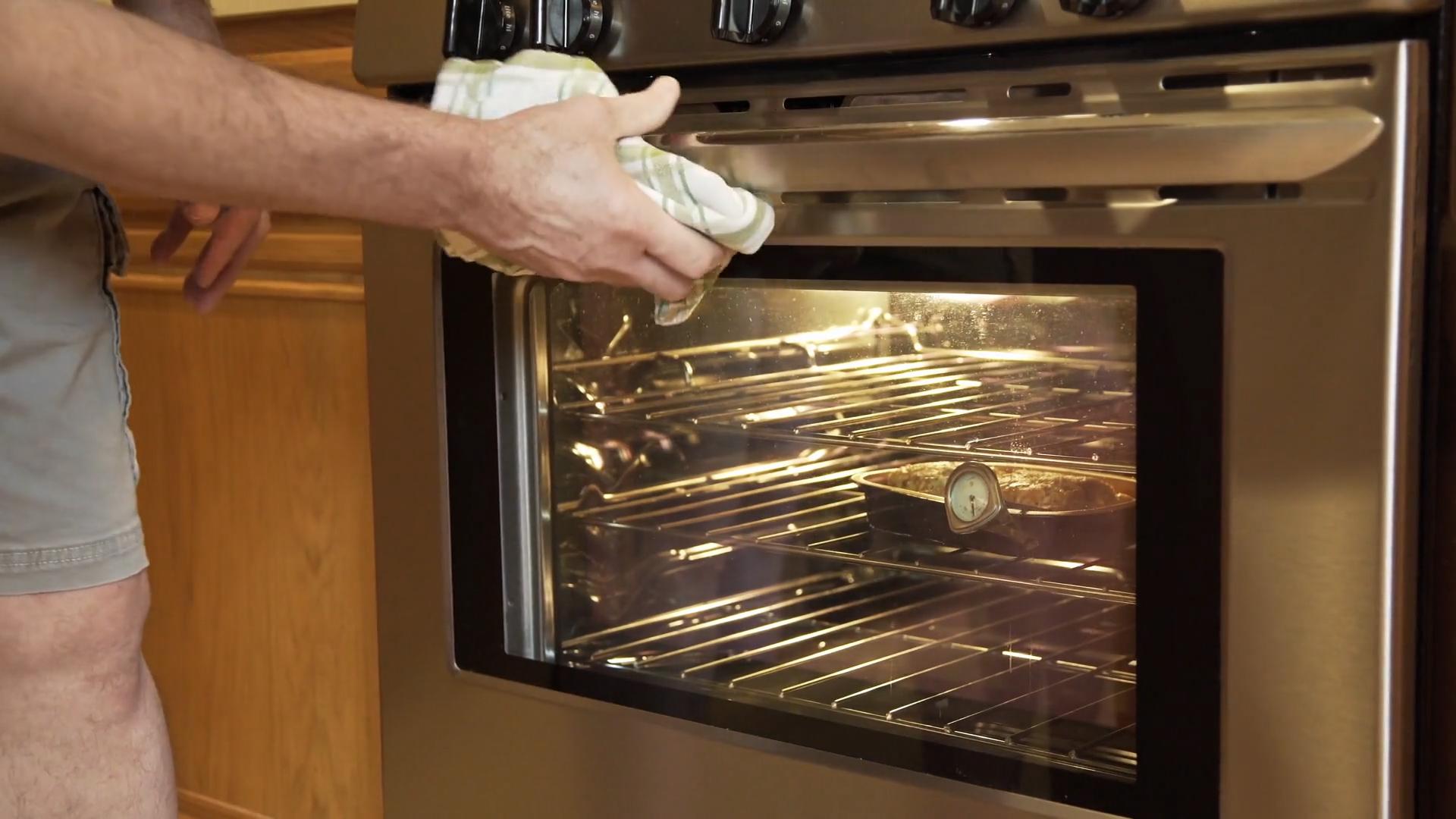 Wyczyść piekarnik domowymi sposobami
