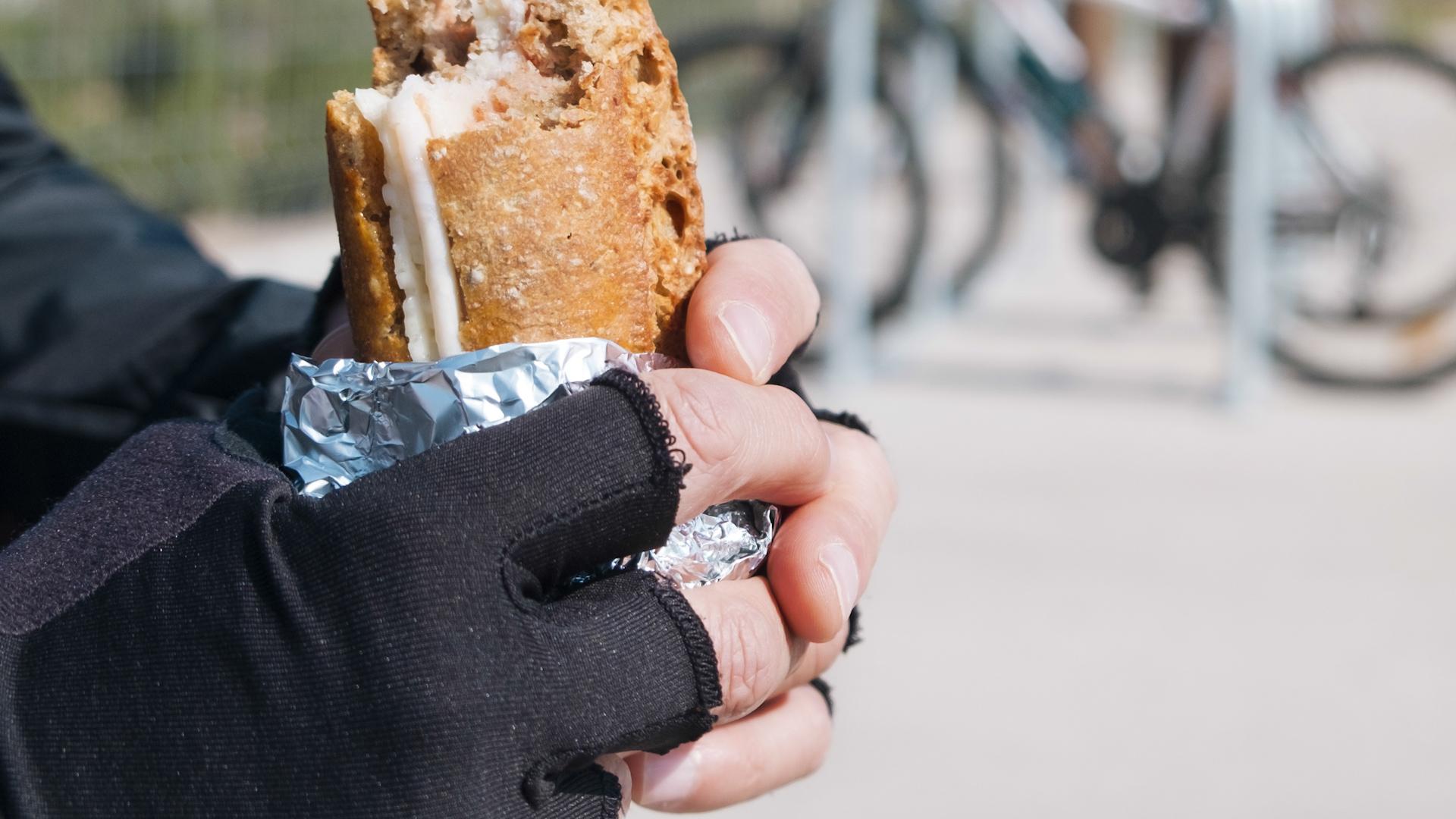 Nie zawijaj resztek jedzenia w folię aluminiową