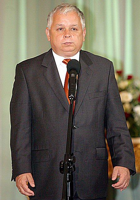 http://i.wp.pl/a/f/jpeg/9962/kaczynski_lech450.jpeg