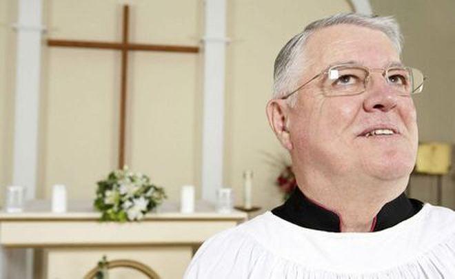 W wielu parafiach trwają wizyty duszpasterskie, czyli tzw. kolędy. Ile ksiądz może zarobić podczas kolęd? Co się dzieje z kopertą, którą dostaje? - ksiadz_660_