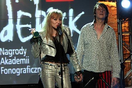 Maciej Maleńczuk z żoną podczas ceremonii rozdania Fryderyków 2006