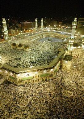 Miliony muzu�man przybywaj� co roku do Mekki. Pielgrzymka - had� - jest jednym z pi�ciu filar�w islamu