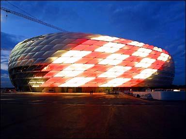 Les plus Beaux stades du mondes Bayern_stadion_swiatla_384