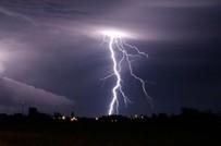 Uwaga - w Warszawie mo�liwe burze i opady gradu