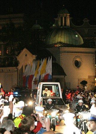 Benedykt XVI do Krakowian: dziêkujê za serdeczne przyjêcie