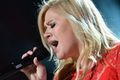 Zobacz Kelly Clarkson pod choinką tekst piosenki