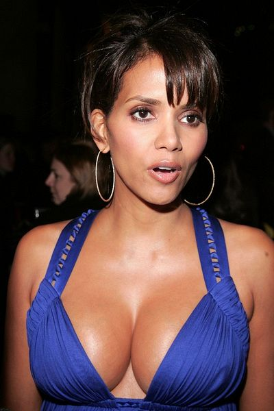 EN 00149258 007 jpeg Halle Berry