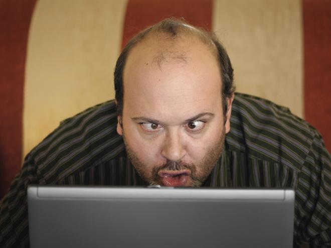 idiota-laptop-komputer-internet-zez-lysi
