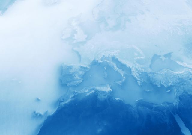 Nad oceanami więcej chmur