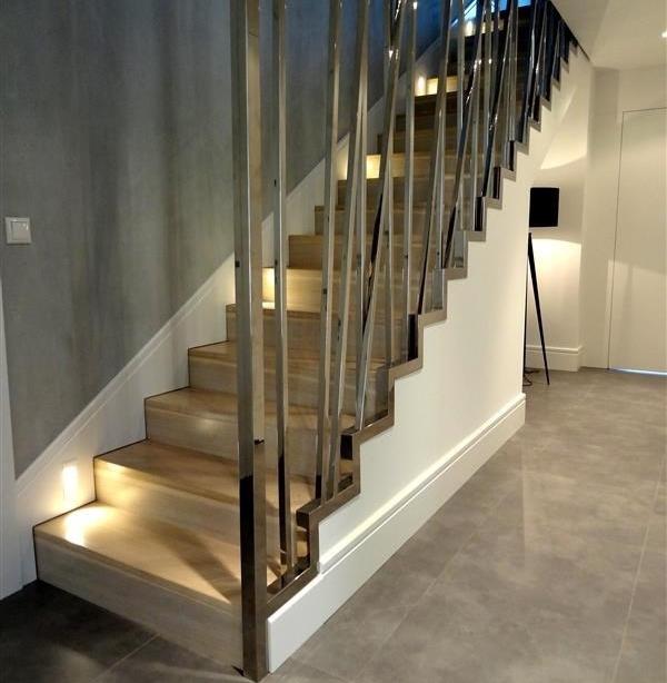 Balkon W Domu Jednorodzinnym: Schody W Domu: Pomysły I Aranżacje