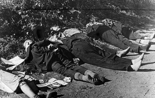 Ciała rzekomo pomordowanych przez Polaków przedstawicieli bydgoskiej mniejszości niemieckiej (zdjęcie propagandowe), wrzesień 1939 r.