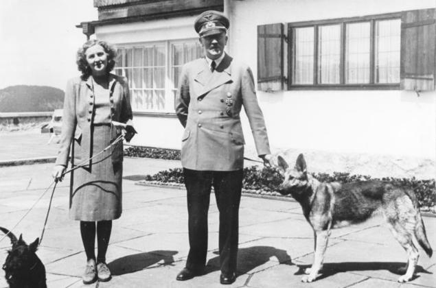 Adolf Hitler i jego ostatnia miłość, Eva Braun, w Berghofie, 1942 r.